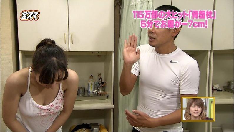 【放送事故画像】テレビに映る巨乳ちゃん達が前屈みになった結果www 19