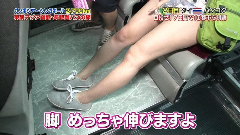 【放送事故画像】ミニスカやショートパンツ履いて太もも露出しながらテレビに出た結果ww