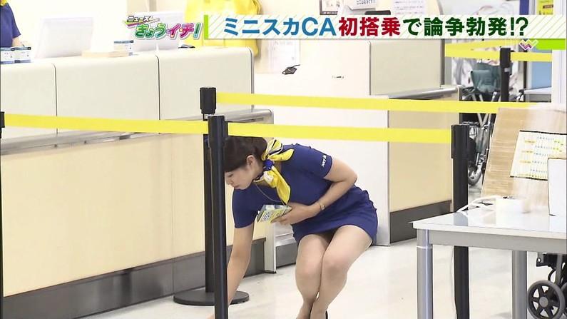 【放送事故画像】ミニスカやショートパンツ履いて太もも露出しながらテレビに出た結果ww 03