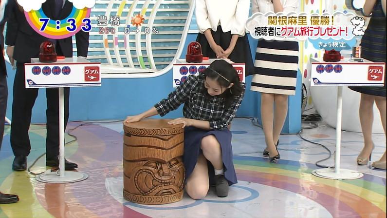 【放送事故画像】ミニスカ履いてチラチラ見せるタレント達のパンツの色当てようぜww 05
