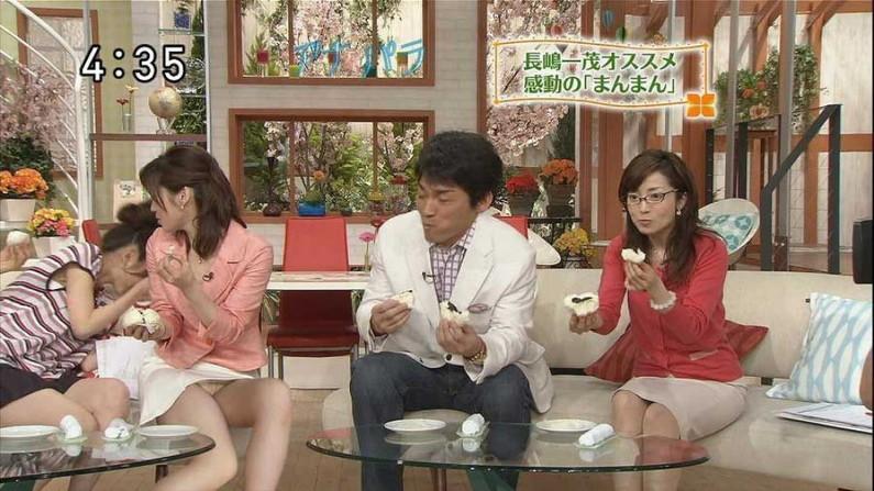 【放送事故画像】ミニスカ履いてチラチラ見せるタレント達のパンツの色当てようぜww 21