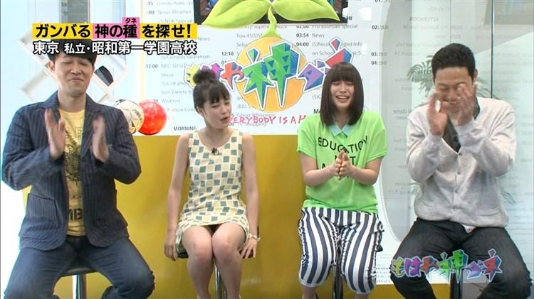 【放送事故画像】ミニスカ履いてチラチラ見せるタレント達のパンツの色当てようぜww 22