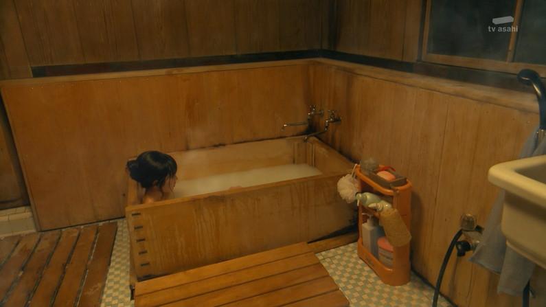 【放送事故画像】女性の入浴シーン見てるとつい股間がもっこりしてくるのは俺だけ?w 22