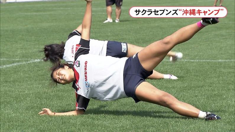 【放送事故画像】この脚見てたらオナニーしたくなっても仕方のないタレント達のエロい太もも! 08