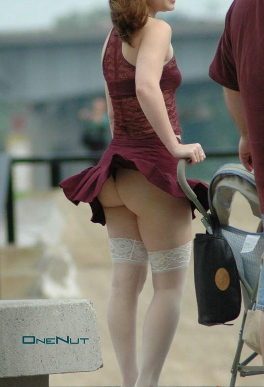 【パンチラ画像】外人さんが風で物の見事にスカート舞い上がった瞬間・・・www 04