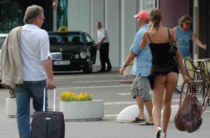 【パンチラ画像】外人さんが風で物の見事にスカート舞い上がった瞬間・・・www 05
