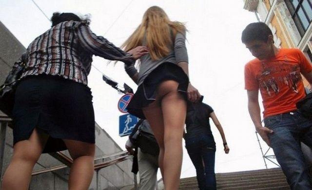 【パンチラ画像】外人さんが風で物の見事にスカート舞い上がった瞬間・・・www 14