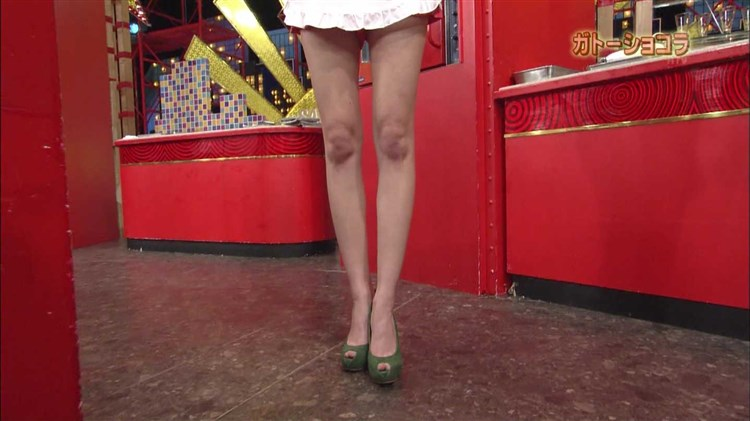 【放送事故画像】テレビに出てる女の子の脚ってなんでこんなにきれいでエロいんだ?w 23