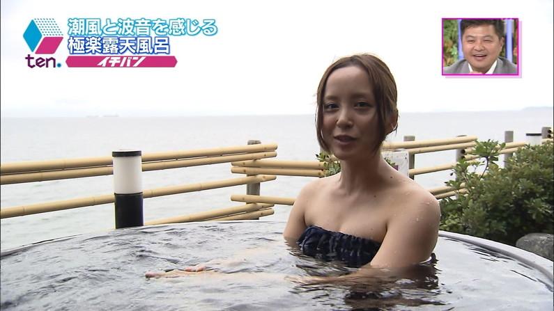 【放送事故画像】ポロリ確率高まる温泉レポート!視聴者の視線が胸元に集まるwww 24