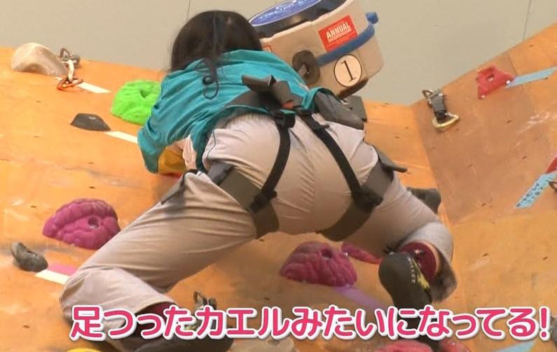 【放送事故画像】エロいお尻が盛りだくさん!女子アナからアイドルまでバックアングルがエロすぎるww 19