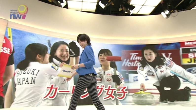 【放送事故画像】エロいお尻が盛りだくさん!女子アナからアイドルまでバックアングルがエロすぎるww 23