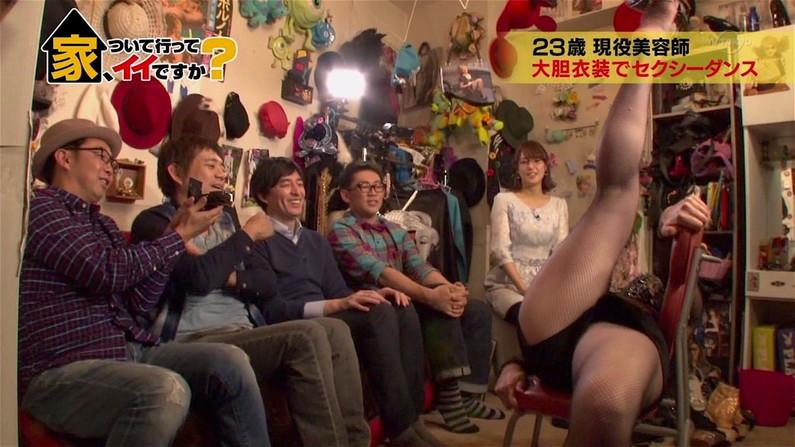 【放送事故画像】テレビで安易にお股広げるもんだからその股間アップで撮ったったww 15