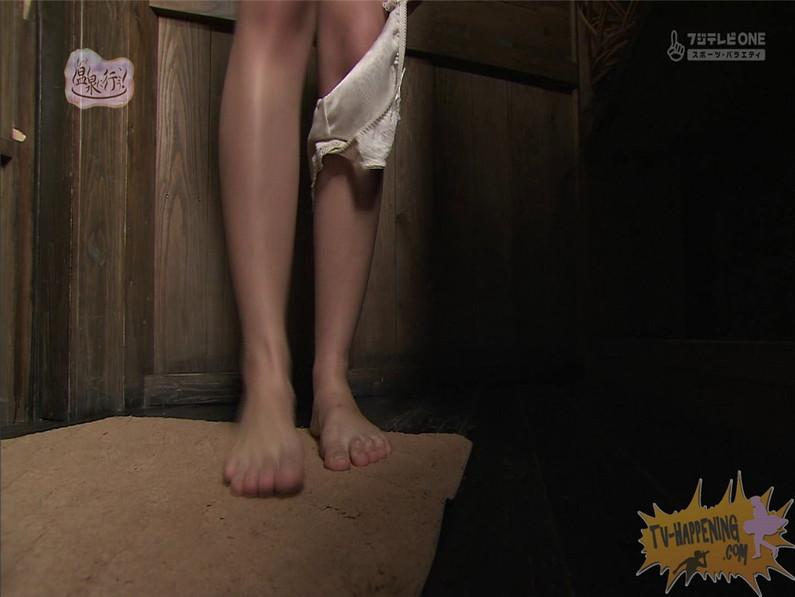 【お宝エロ画像】お尻アングルが絶妙なエロさを誇る番組もっと温泉に行こう! 25