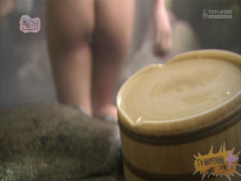 【お宝エロ画像】お尻アングルが絶妙なエロさを誇る番組もっと温泉に行こう! 29