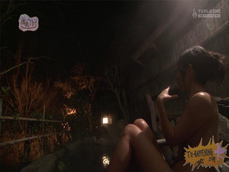 【お宝エロ画像】お尻アングルが絶妙なエロさを誇る番組もっと温泉に行こう! 42