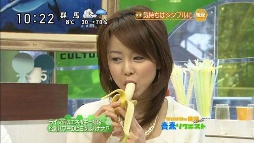 【擬似フェラ画像】性欲強そうな女達が食レポするとこんな顔になるらしいww 09