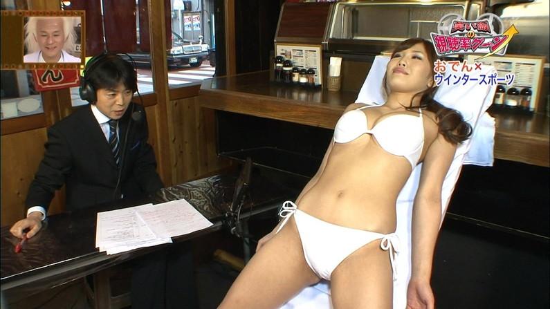【放送事故画像】くびれの綺麗なスタイルいい女のおへそに興奮してもおかしくないだろw 18
