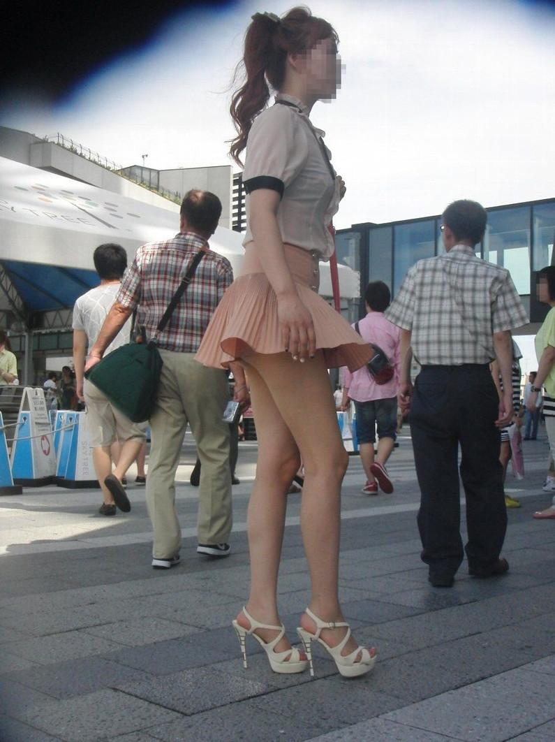 【パンチラ画像】隠す暇もなくあっという間に風にスカートめくられ見事にパンツ見えたww 12