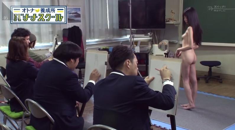 【放送事故画像】素人がテレビでヌード撮影!?躊躇いもなしにドンドン脱いでいく素人に驚愕ww 23