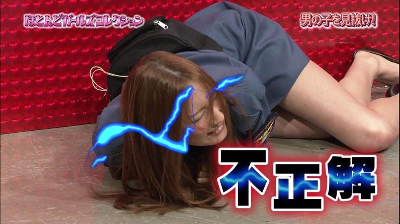 【放送事故画像】エロい太もも見せつけて視聴者の視線を釘付けにするタレント達! 12