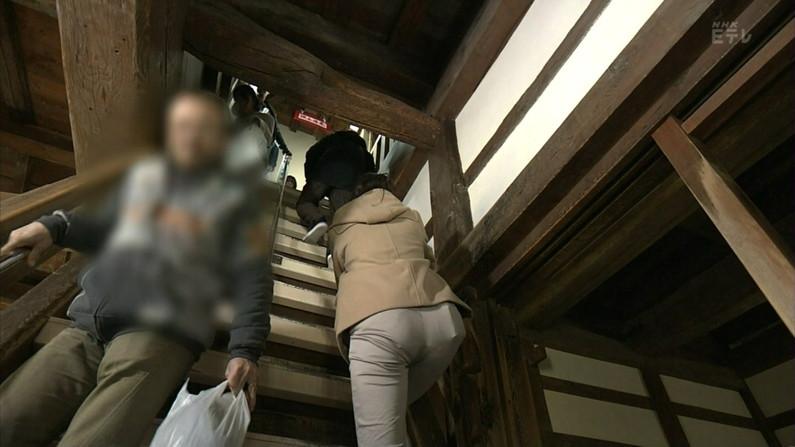 【放送事故画像】エロいケツした女がカメラにケツ向けるもんだから思わず股間が反応したww 05