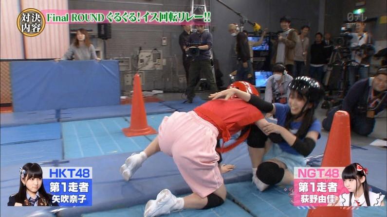 【放送事故画像】エロいケツした女がカメラにケツ向けるもんだから思わず股間が反応したww 12