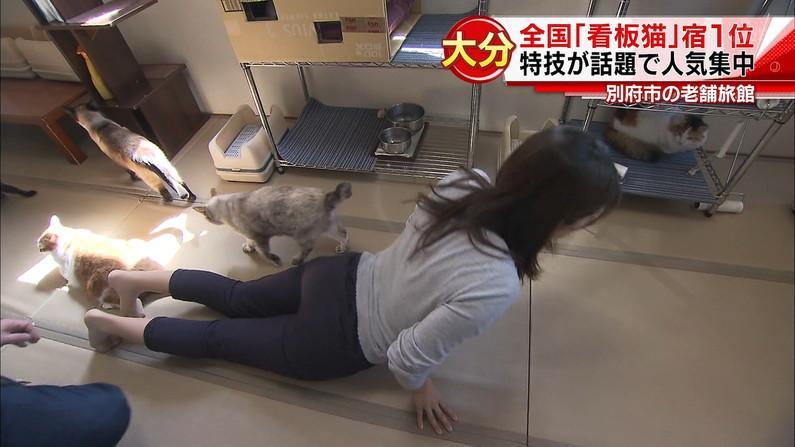 【放送事故画像】エロいケツした女がカメラにケツ向けるもんだから思わず股間が反応したww 21
