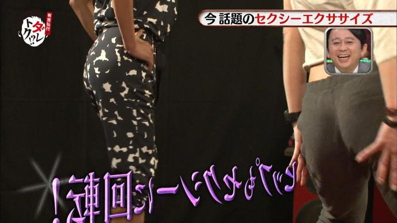 【放送事故画像】エロいケツした女がカメラにケツ向けるもんだから思わず股間が反応したww 22