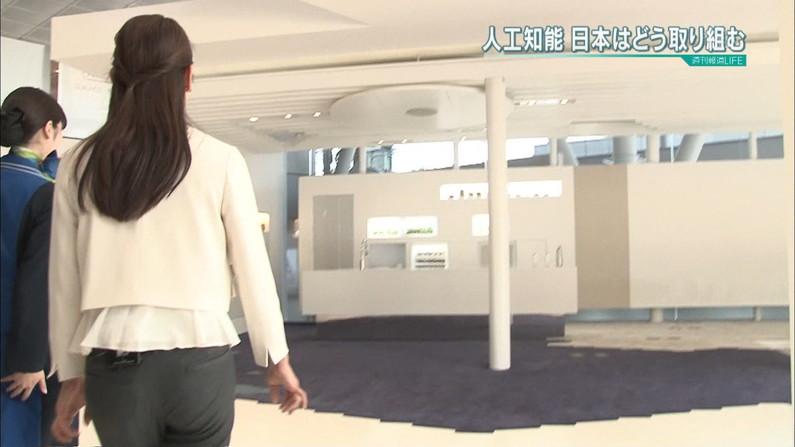 【放送事故画像】エロいケツした女がカメラにケツ向けるもんだから思わず股間が反応したww 23