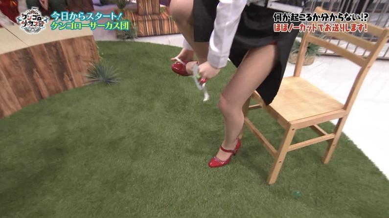 【美脚キャプ画像】タレントの生足もいいけどパンスト履いてる美脚もたまりませんなぁwww 05