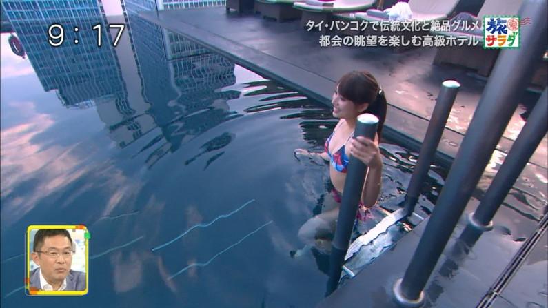 【オッパイキャプ画像】アイドル達がビキニ着てテレビに映る時はポロリ期待するよなw