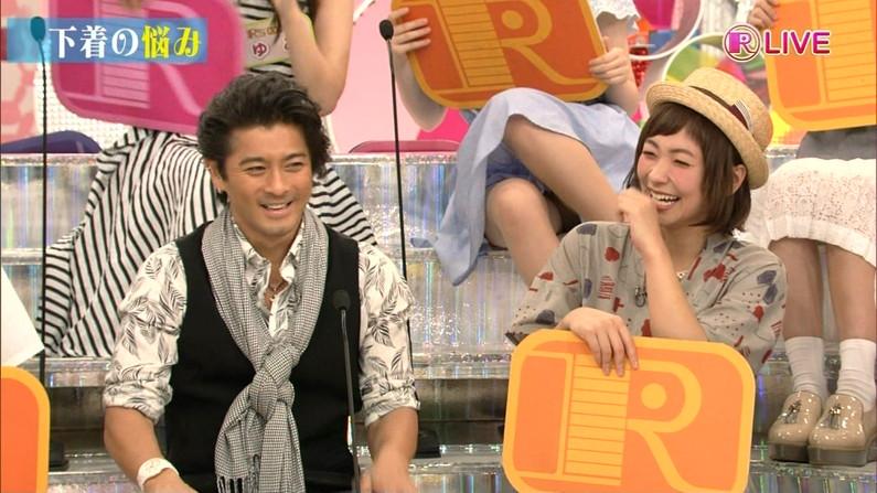 【放送事故画像】テレビでタレント達の見えてはいけない部分が見えた瞬間!!! 02