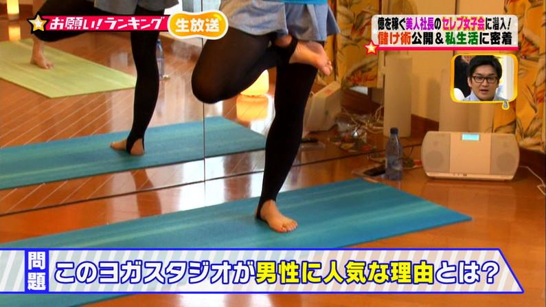 【テレビキャプ画像】普段ほぼほぼ見る事の無い女性タレントの足の裏に興奮してしまったww 13