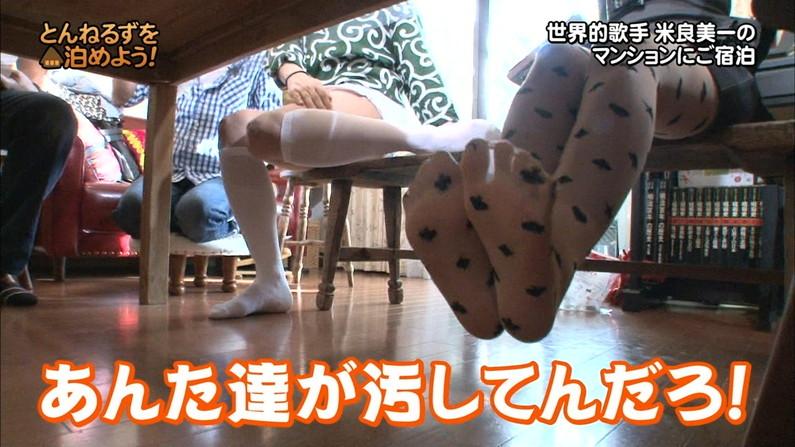 【テレビキャプ画像】普段ほぼほぼ見る事の無い女性タレントの足の裏に興奮してしまったww 22