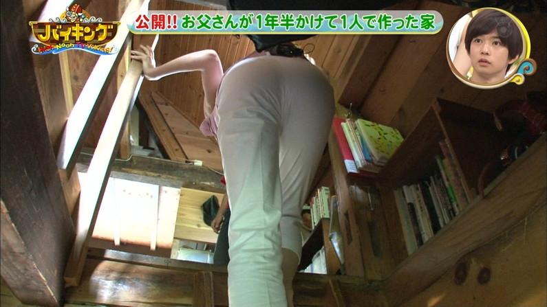 【お尻キャプ画像】白パン限定!女子アナ達のお尻に食い込むピタパンがエロすぎw 23