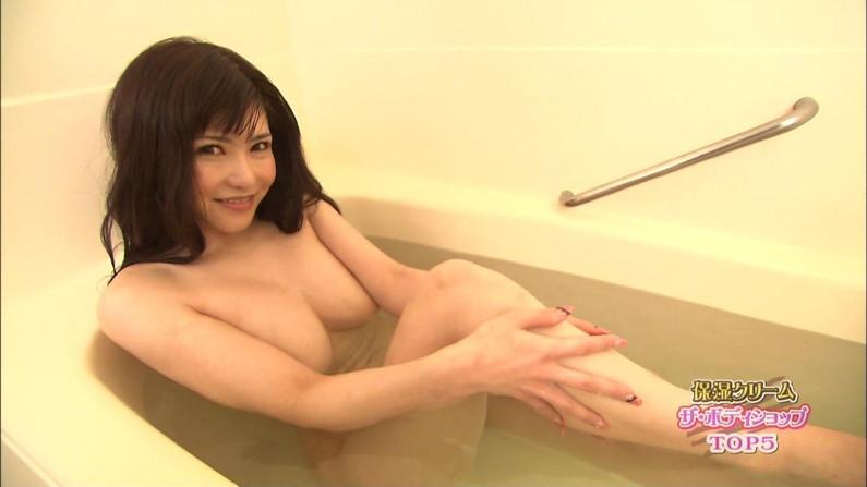 【テレビキャプ画像】女性タレントの裸姿が安易に想像できちゃう温泉レポww 04