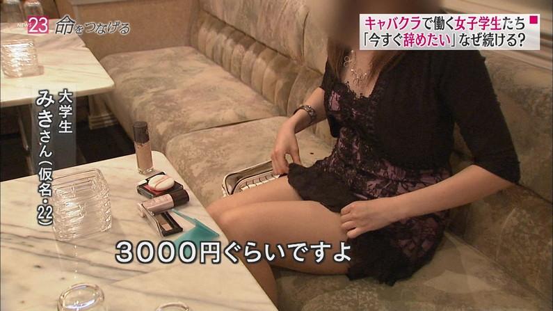 【美脚キャプ画像】太ももを大単に露出する女って必ずいつかはパンチラしてない?ww 24