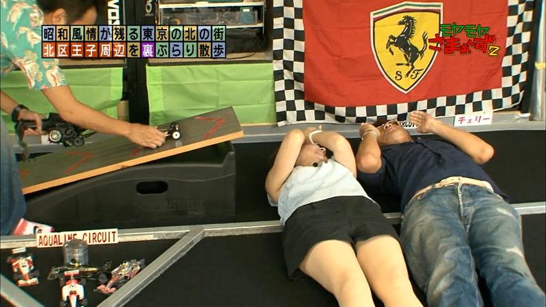 【放送事故画像】テレビなのにお股開きすぎて股関節の隙間からえらいもん見えてますがなwww 02