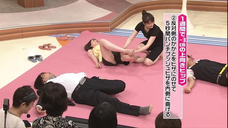 【放送事故画像】テレビなのにお股開きすぎて股関節の隙間からえらいもん見えてますがなwww 09