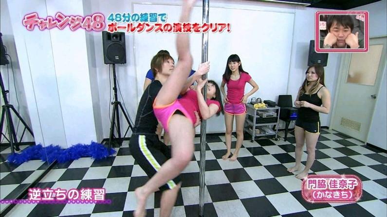 【放送事故画像】テレビなのにお股開きすぎて股関節の隙間からえらいもん見えてますがなwww 22