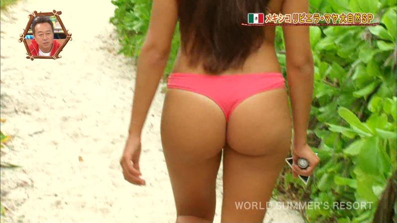 【放送事故画像】世界サマーリゾートに映った外人美女達!ポロリしてもお構いなしに映されるwww 03