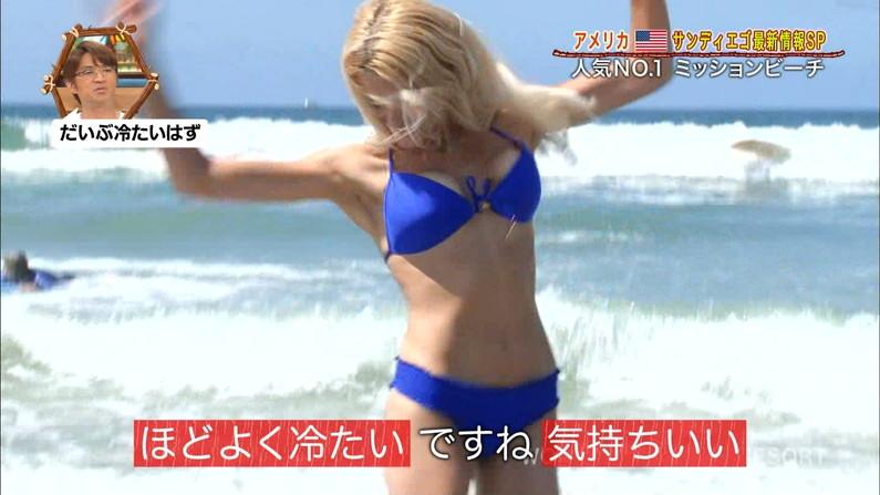 【放送事故画像】世界サマーリゾートに映った外人美女達!ポロリしてもお構いなしに映されるwww 05