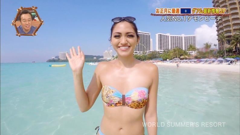 【放送事故画像】世界サマーリゾートに映った外人美女達!ポロリしてもお構いなしに映されるwww 07