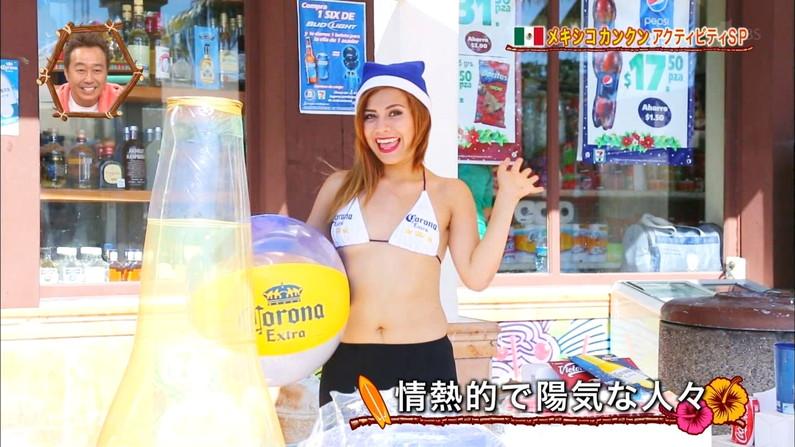 【放送事故画像】世界サマーリゾートに映った外人美女達!ポロリしてもお構いなしに映されるwww 10