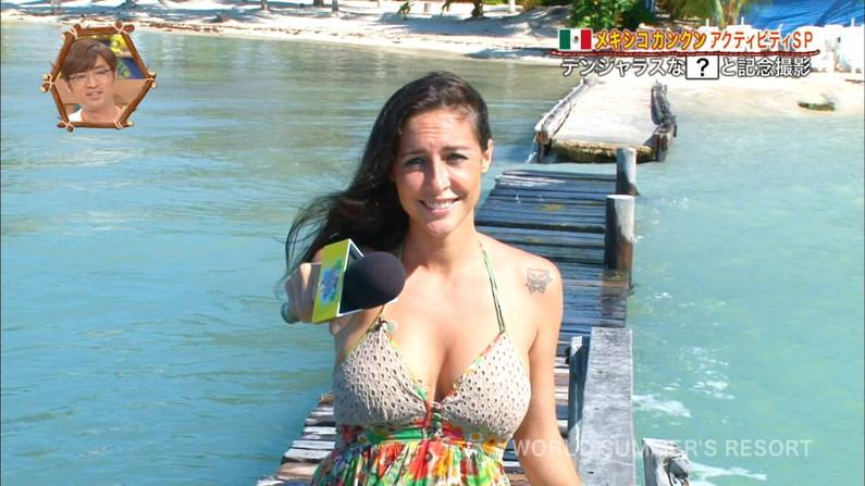 【放送事故画像】世界サマーリゾートに映った外人美女達!ポロリしてもお構いなしに映されるwww 12