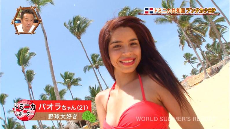 【放送事故画像】世界サマーリゾートに映った外人美女達!ポロリしてもお構いなしに映されるwww 27