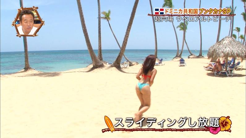 【放送事故画像】世界サマーリゾートに映った外人美女達!ポロリしてもお構いなしに映されるwww 28