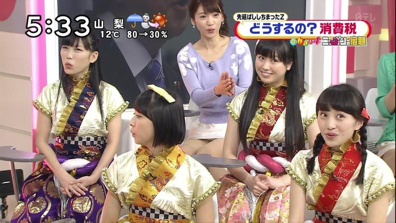 【放送事故画像】チラッとだけどそのチラが超嬉しいタレントのパンチラする瞬間www 08