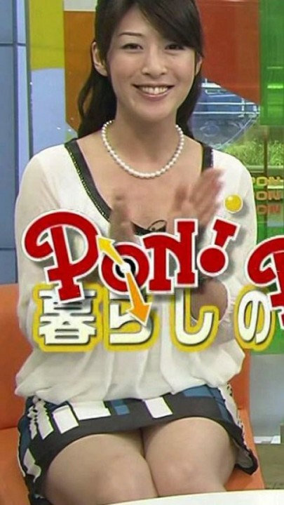 【放送事故画像】チラッとだけどそのチラが超嬉しいタレントのパンチラする瞬間www 11