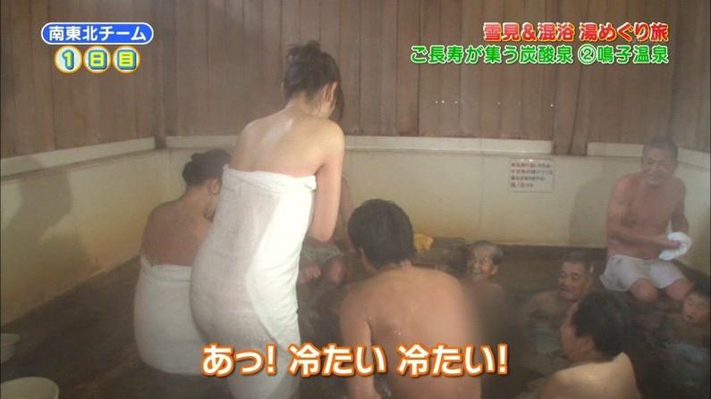 【放送事故画像】温泉レポート中に「見えた!」の連発w映ってしまった女子アナやタレント達w 16